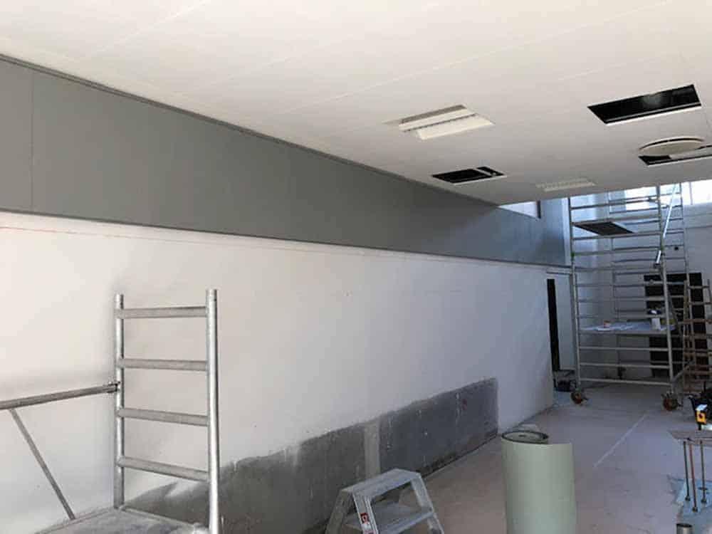 renovering af væg i sort og hvid