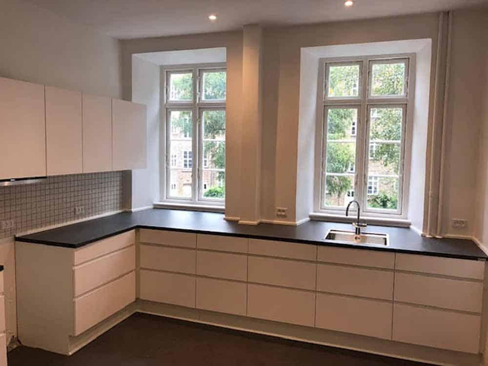 renoveret køkken i minimalistisk design