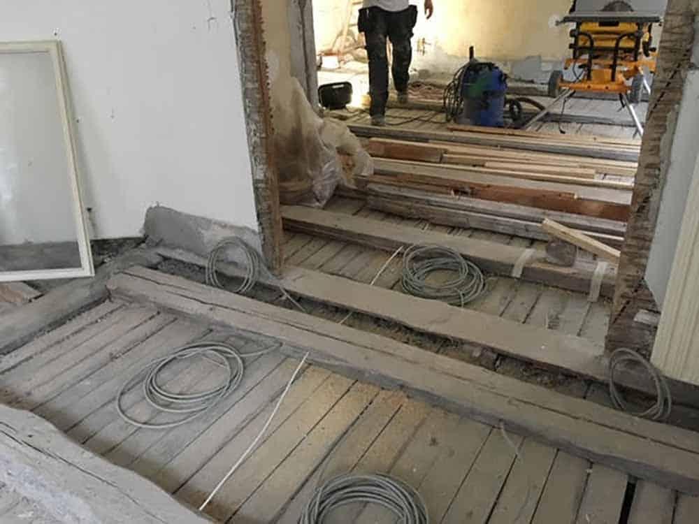 renovering af gulv og dør hos Byberg-TSM